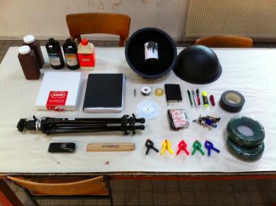 das equipment für die fotografischen forschungen im fotolabor.
