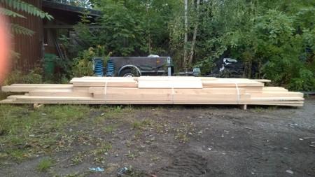 Materialanlieferung in der Werkstatt für die Terrassenkonstruktion, alles Eiche massiv, frisch vom Sägewerk.