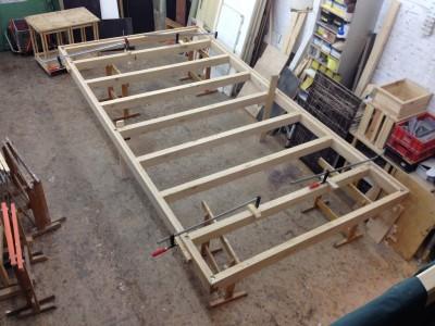 Der Rahmen ist erstmals fertig zusammengesteckt und mit Bolzen gesichert.