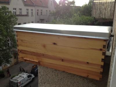 die fertige Beute am Balkon. leider wurde sie bis heute nicht bewohnt ;(