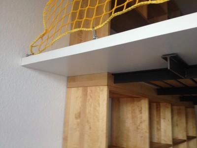 Einstieg mit Detail Leiter und Sicherheitsnetz.