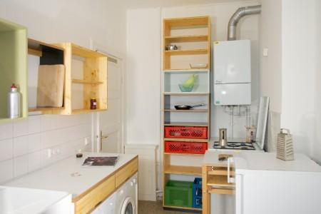 Ansicht Hängeregale, Spülmaschinen- und Waschmaschinenschrank, Hochregal.